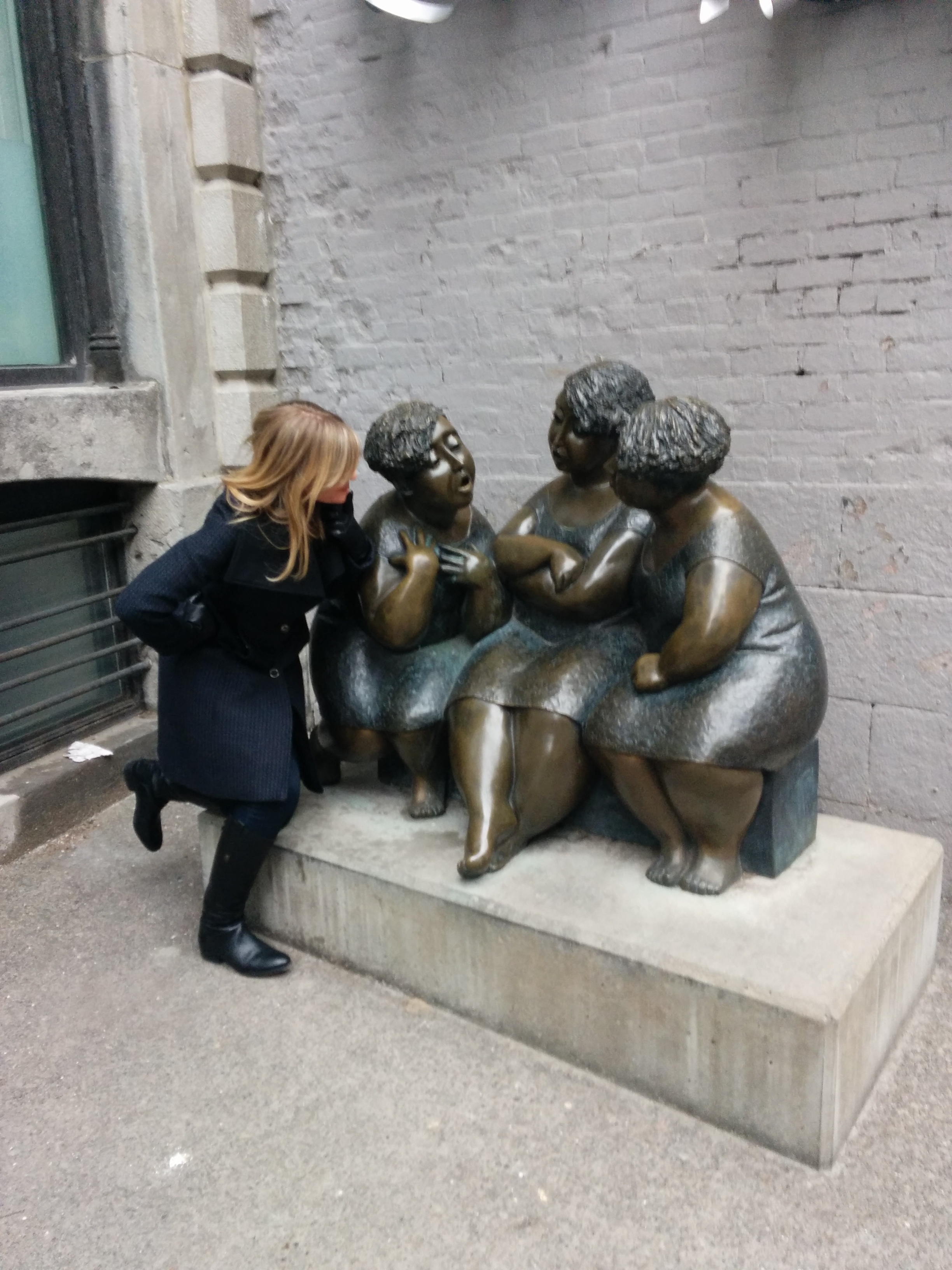 Ladies talking statue in Montreal